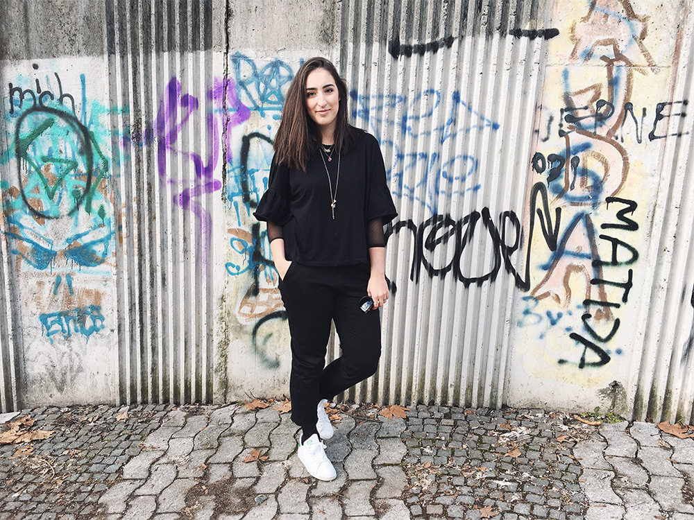pelamarela, fashion, blogger, personal blog, outfit, bell sleeves, spring, city, monochrome